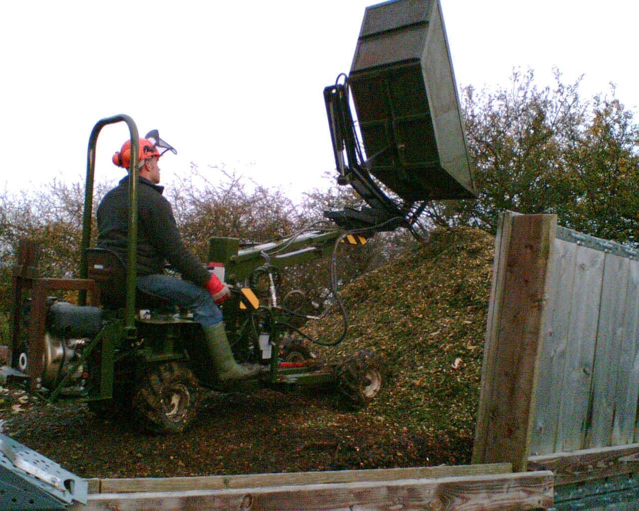 Narrow access Skip loader with 'Superskip'